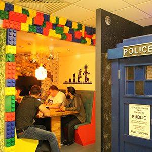 desklodge-lego-meeting