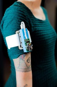 Transference robotic arm band