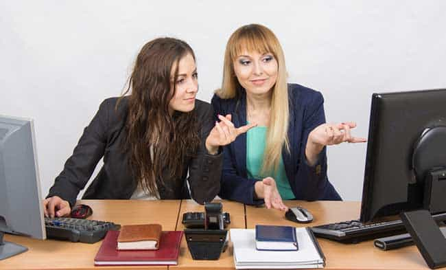 Two ladies collaborating at a desk